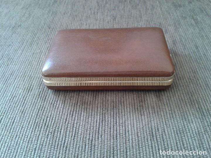 Coleccionismo: Pitillera metálica dorada -- Forro marrón acolchado -- medidas 11 x 7 x 2,5 - Foto 3 - 76447883