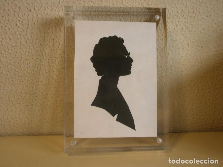 silueta hombre recorte papel negro sobre fondo - Comprar en ...