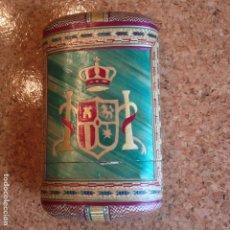 Coleccionismo: ANTIGUA TABAQUERA S. XVIII - XIX ESCUDO MONARQUIA ESPAÑOLA - MICRO MARQUETERIA FIBRA VEG.-FILIPINAS.. Lote 80589626