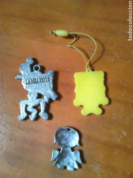 Coleccionismo: Lote de 3 colgantes,dos de metal,ver fotos - Foto 2 - 85623826