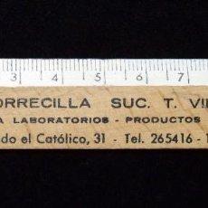 Coleccionismo: ANTIGUA REGLA MADERA PUBLICIDAD MATERIAL LABORATORIO CASA TORRECILLA SUCURSAL VALENCIA. AÑOS 50. Lote 86812740