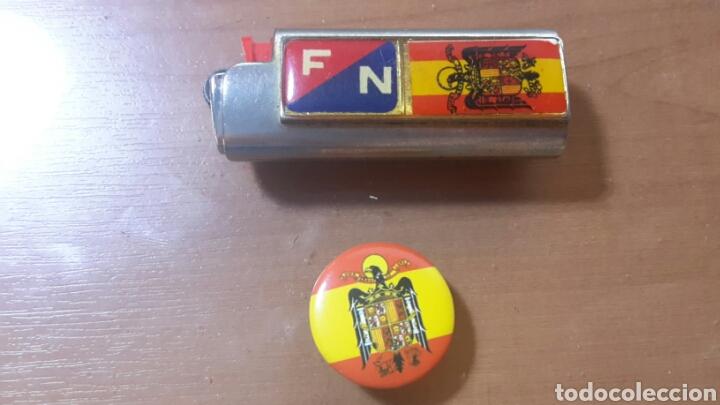 LOTE FUNDA DE MECHERO Y CHAPA DE FUERZA NUEVA Y BANDERA ESPAÑA (Coleccionismo - Varios)