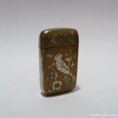 Coleccionismo: MISTERA-CERILLERO CON RASPADOR EN BASE EN METAL DORADO- CA.1920. Lote 91056830