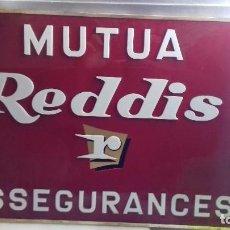 Coleccionismo: CARTEL MUTUA REDDIS (REUS). 53 CM X 37. EN MUY BUEN ESTADO. LETRAS CON RELIEVE.. Lote 92055555