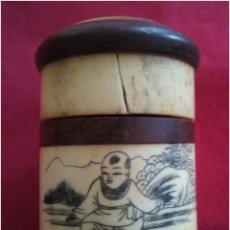 Coleccionismo: TABAQUERA CHINA PARA RAPÉ MADERA Y ASTA. Lote 92927872