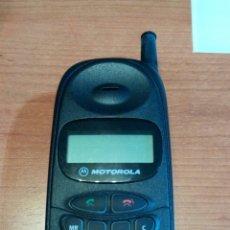 Coleccionismo: ANTIGUO TELÉFONO MÓVIL MARCA MOTOROLA MODELO S6185B. AÑOS 90. CON SU BATERÍA ORIGINAL. Lote 97528130
