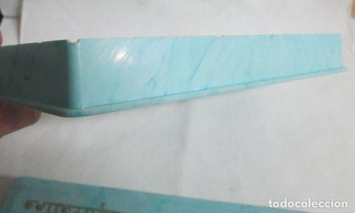 Coleccionismo: Antigua caja para cigarrillos en pasta, plástico duro color azul claro, imita mármol. - Foto 3 - 100086967