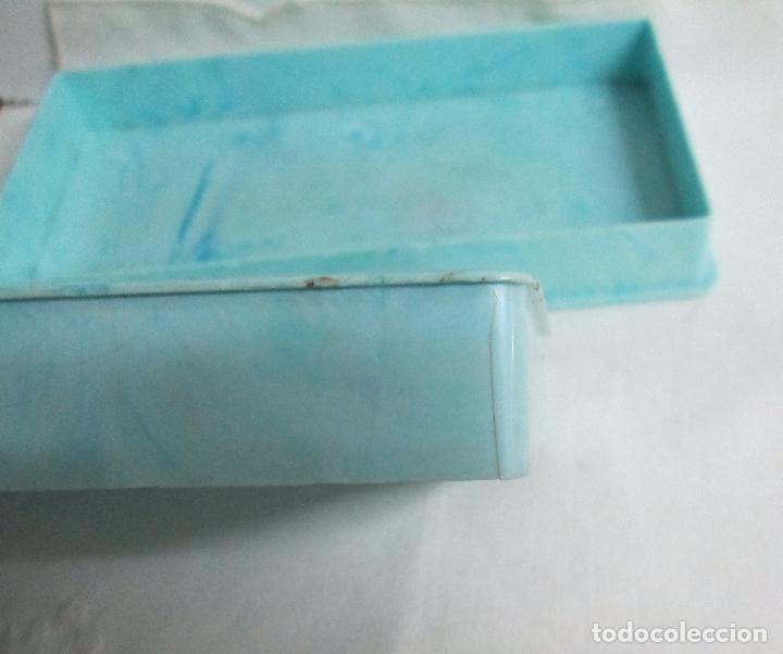 Coleccionismo: Antigua caja para cigarrillos en pasta, plástico duro color azul claro, imita mármol. - Foto 4 - 100086967