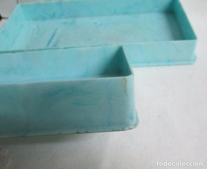 Coleccionismo: Antigua caja para cigarrillos en pasta, plástico duro color azul claro, imita mármol. - Foto 5 - 100086967