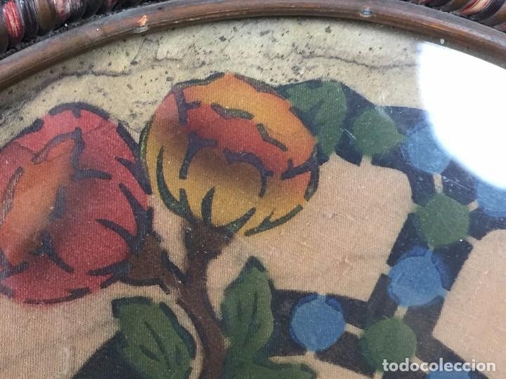 Coleccionismo: bandeja ratan circular dos asas motivos florales azul verde amarillo rosado inglaterra años 30/40 - Foto 5 - 101517411