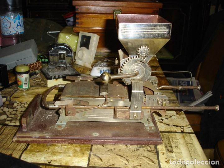 BONITA MAQUINA DE HACER CIGARRILLOS (Coleccionismo - Objetos para Fumar - Otros)