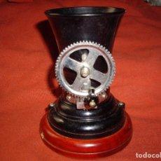 Coleccionismo: MAQUINA DE ENTUBAR CIGARRILLOS - MARCA ROEN - BAQUELITA. Lote 103045411