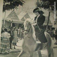 Coleccionismo: SEVILLA FERIA DE ABRIL TIPOS LAMINA HUECOGRABADO AÑOS 40. Lote 103446143