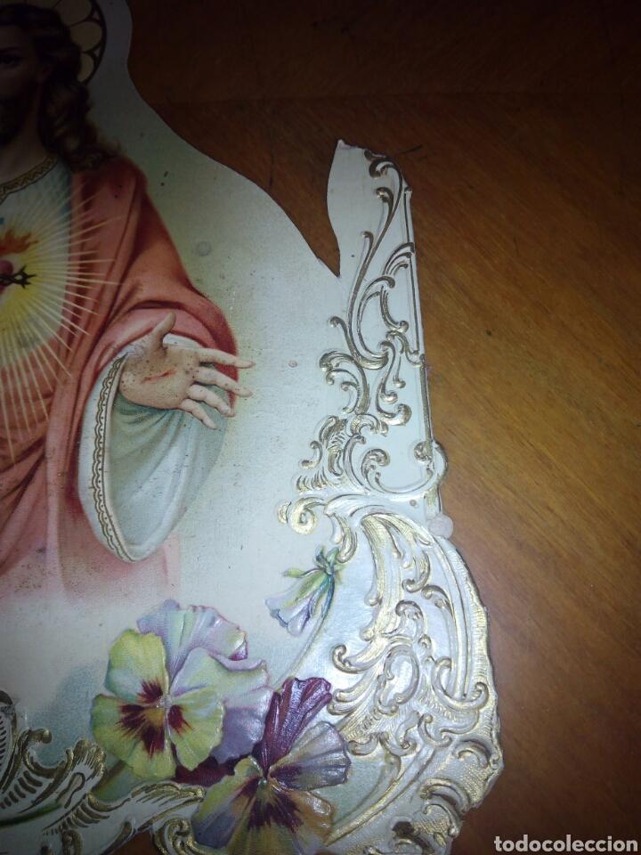 Coleccionismo: Cartón troquelado y grofado del Sagrado corazón. Religion. San. Santo. Cartel - Foto 4 - 106630732