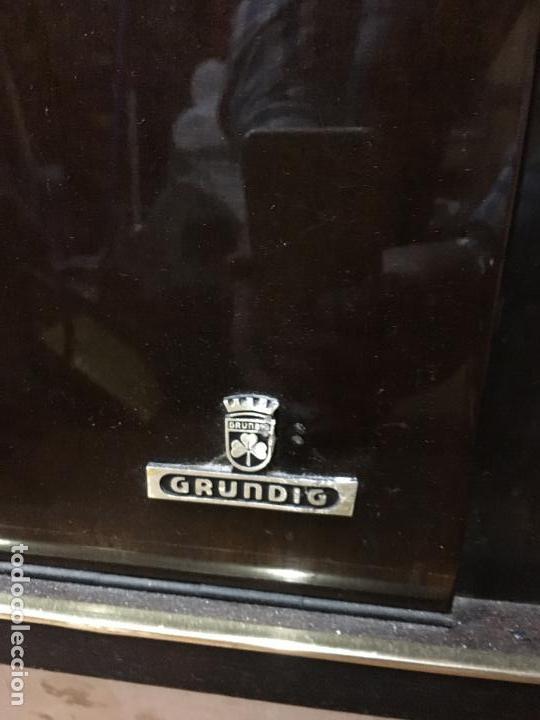 Coleccionismo: MUEBLE DE MADERA CON RADIO Y TOCADISCOS GRUNDIG AÑOS 60/70 - MEDIDA 136X81X42 CM - Foto 4 - 106786351