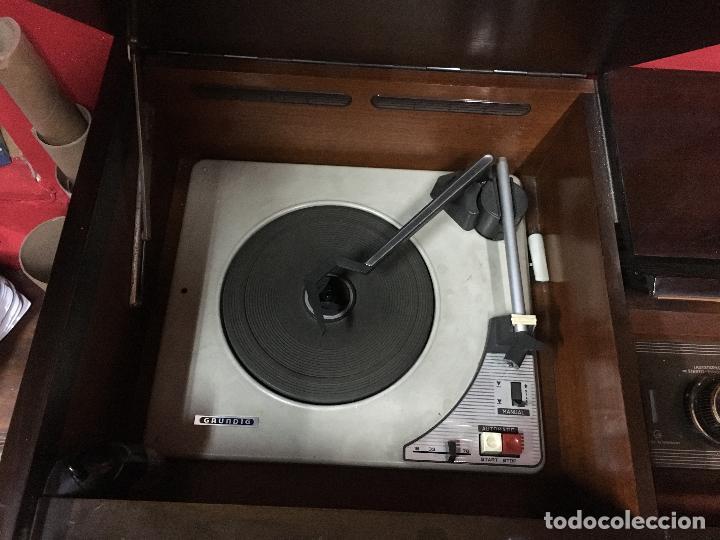 Coleccionismo: MUEBLE DE MADERA CON RADIO Y TOCADISCOS GRUNDIG AÑOS 60/70 - MEDIDA 136X81X42 CM - Foto 10 - 106786351