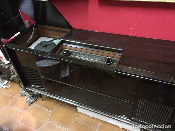 Coleccionismo: MUEBLE DE MADERA CON RADIO Y TOCADISCOS GRUNDIG AÑOS 60/70 - MEDIDA 136X81X42 CM - Foto 11 - 106786351