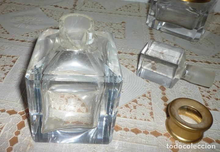 Coleccionismo: JUEGO TOCADOR CRISTAL GRUESO Y METAL DORADO 3 PIEZAS. ANTIGUO - Foto 2 - 107412547