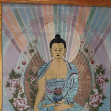 Coleccionismo: THANGKA CHINA TAPIZ CON DEIDA GUAN YIN BUDA EN TELA SEDA TIBETANA 90 CM X 60 CM. Lote 107501603