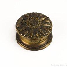Coleccionismo: BRÚJULA SOLAR VILLALKOR DE BRONCE. Lote 107602535
