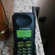Coleccionismo: TELEFONO MOVIL MOTOROLA AIRTEL VER FOTOS Y DESCRIP. Lote 107803328