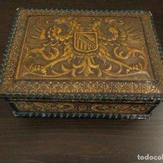 Coleccionismo: CIGARRERA DE PIEL CON ESCUDO ÁGUILA IMPERIAL BICEFALA - PIEL LEGITIMA - MADE IN SPAIN. Lote 108590323
