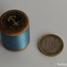 Coleccionismo: CARRETE BOBINA DE HILO AZUL FABRA Y COATS BARCELONA. Lote 109094471