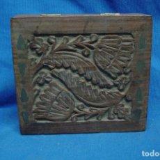 Coleccionismo: CAJA DE MADERA TALLADA DE CIGARRILLOS INDIA. Lote 110241579