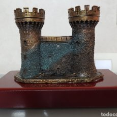Coleccionismo: EXCELENTE TROFEO CASTILLO DE PERELADA (GIRONA) 22X15X10CM 1129GR. Lote 110293219