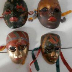 Coleccionismo: LOTE 4 MÁSCARAS COLGADORES PEQUEÑAS DE BRONCE VENECIANAS. Lote 111199039