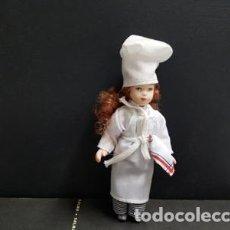 Coleccionismo: FIGURA: MUÑECA VESTIDA DE COCINERA. Lote 112526120