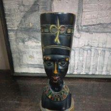 Coleccionismo: ANTIGUO BUSTO EGIPCIO DE NEFERTITI EN MADERA POLICROMADA. Lote 113926671