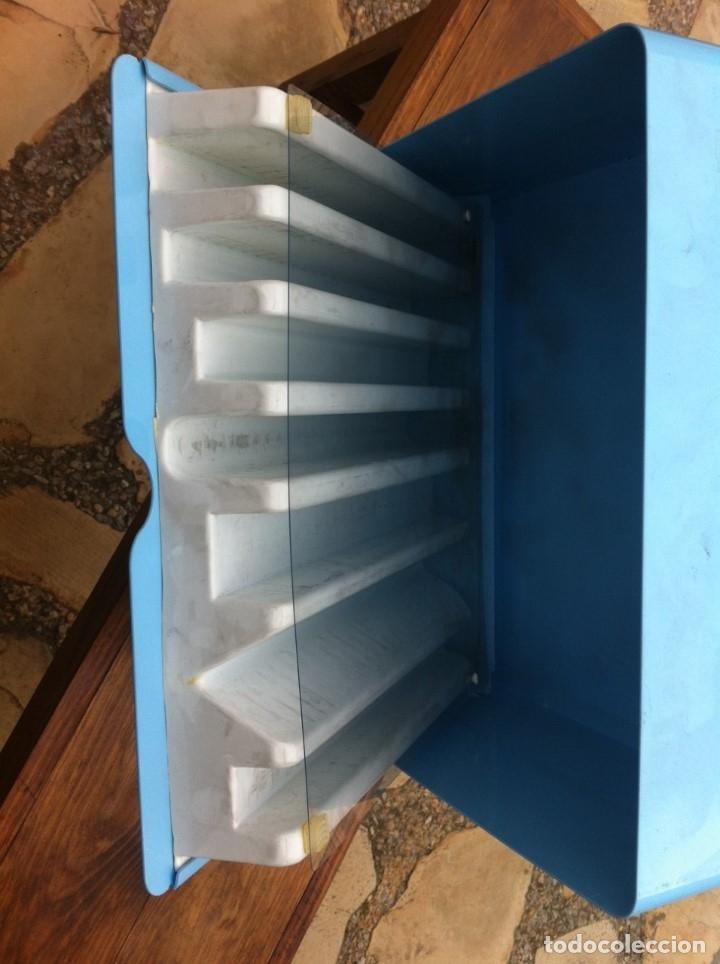 Coleccionismo: Expendedor de Gomas Milan, con caja interior original. Metálico. De antigua Papelería. - Foto 4 - 115379543