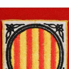 Coleccionismo: PARCHE DE TELA BORDADO ESCUDO GENERALITAT DE CATALUNYA 6,5X6CM. Lote 54986009