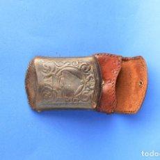 Coleccionismo: PETACA DE TABACO DE PIEL Y MONEDERO DE PIEL . Lote 118933791