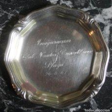 Coleccionismo: PEQUEÑA BANDEJA METAL PLATEADO CONMEMORATIVA INAGURACION CLUB NAUTICO TORREBLANCA PLAYA 26-8-67. Lote 119169943