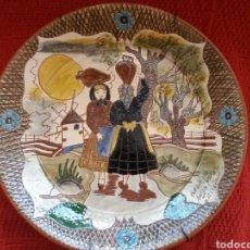 Coleccionismo: PLATO DECORADO DE CERÁMICA -FIRMADO-. Lote 121589808