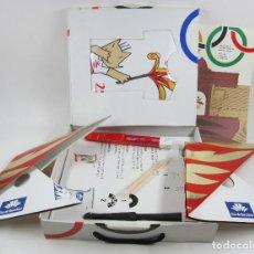 Coleccionismo: CAJA DE COMPLEMENTOS JUEGOS OLÍMPICOS BARCELONA 1992. 31,5X34,5CM. Lote 121966735
