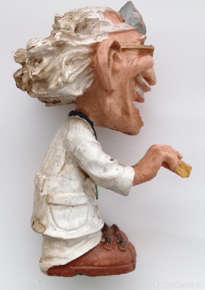 Coleccionismo: Profesor doctor figura en resina o similar - Foto 2 - 124383435