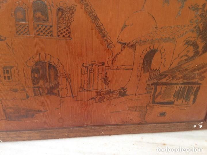 Coleccionismo: antiguo cuadro grabado esculpido sobre madera escena constumbrista, casa granja carro pajar - Foto 2 - 126379051