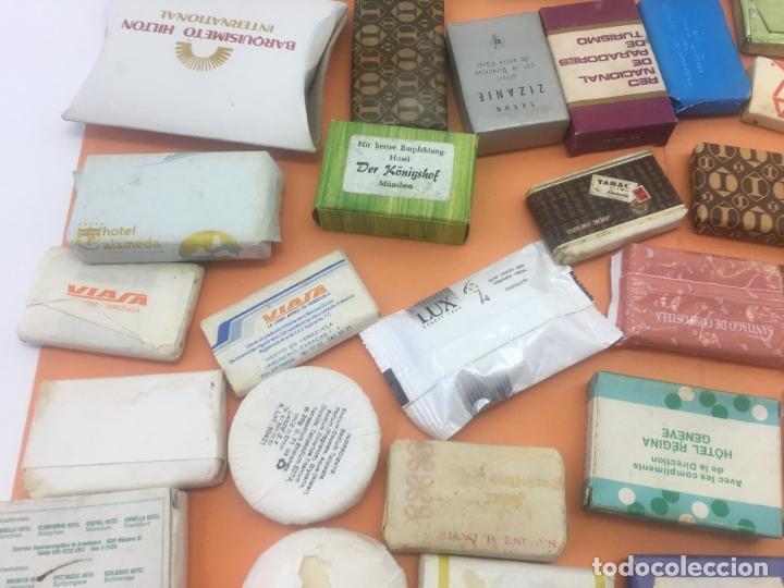 Coleccionismo: LOTE DE 50 Ó 60 PASTILLAS DE MINI JABONES DE HOTELES, LINEAS AEREAS, ETC. LOTE Nº2 - Foto 16 - 127823359