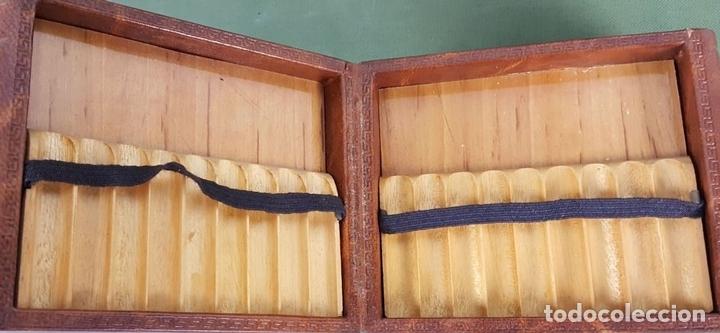 Coleccionismo: CIGARRERA. MADERA FORRADA DE PIEL EN FORMA DE LIBROS. CIRCA 1960. - Foto 3 - 127846035