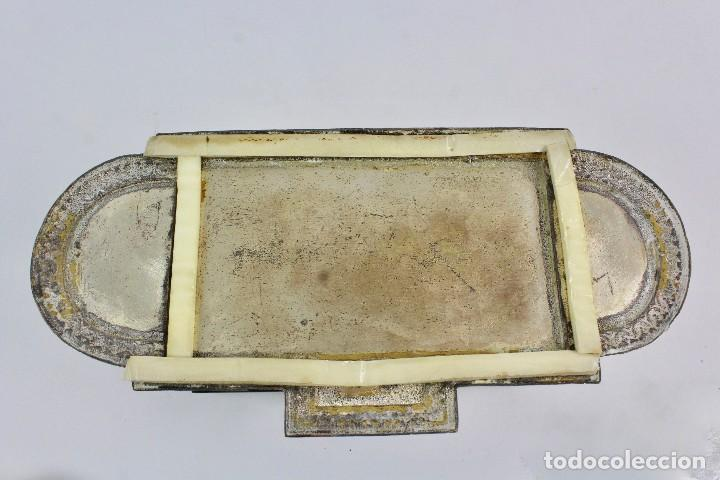 Coleccionismo: CAJA TABAQUERA REPUJADA DE METAL PLATEADO. - Foto 6 - 128985475