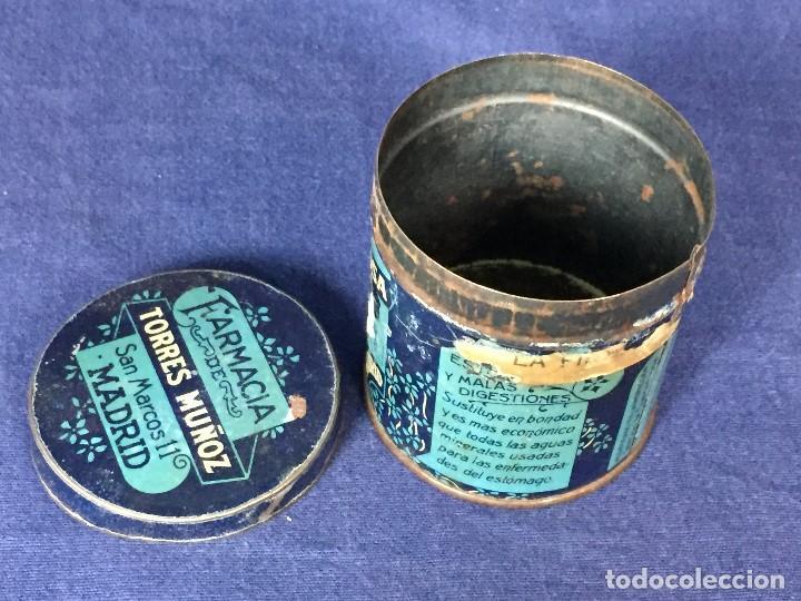 Coleccionismo: antiguo bote hojalata bicarbonato de sosa farmacia torres muñoz san marcos madrid 1923 - Foto 2 - 130318606