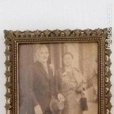 Coleccionismo: PORTARRETRATOS ITALIANO ANTIGUO. FOTO ANTIGUA TAMBIÉN. Lote 132851266