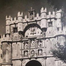 Coleccionismo: BURGOS ARCO DE SANTA MARIA LAMINA HUECOGRABADO AÑOS 40 15,5 X 22 CMTS . Lote 132953478