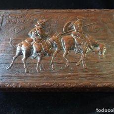 Coleccionismo: CAJA DE TABACO MUSICAL DE CUERO REPUJADO DON QUIJOTE. Lote 135770250