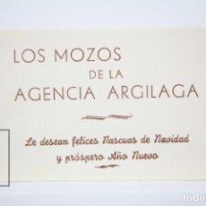 Coleccionismo: ANTIGUA TARJETA FELICITACIÓN NAVIDEÑA DE OFICIOS - LOS MOZOS DE LA AGENCIA ARGILAGA. Lote 136473358