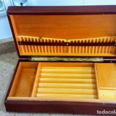 Coleccionismo: TABAQUERA DE MADERA FORRADA CON CARRILLON SANYO CON MUSICA.. Lote 137445022