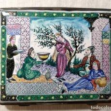 Coleccionismo: PITILLERA. ESMALTE Y METAL PLATEADO. NO CIERRA BIEN. PRINC. S. XX. Lote 139677550